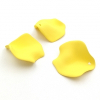 Подвеска Лепесток, пластик, размер 25мм, Южная Корея, Жёлтый