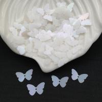 Пайетки Италия Бабочка, Молочная- радужный эффект (102); 24 штуки