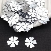 Пайетки Италия Клевер-Цветок, Серебро Metallizzati (1111); 15 штук