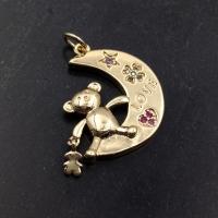 "Медальон Мишка-Тoус на Луне ""Самоцветы""; цвет золото"