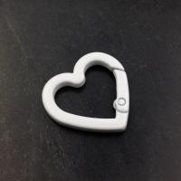 Карабин Сердце с эмалью; Белый цвет