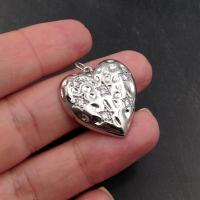 Подвеска Сердце-Клубничка с фианитами; платина